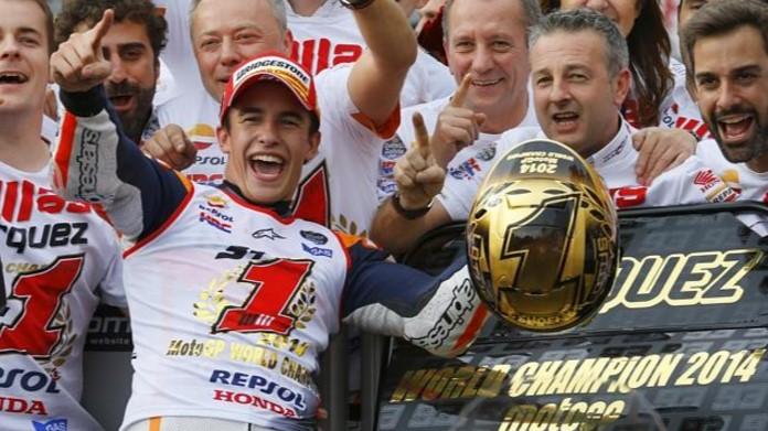 Berita Indoplay - Target Marquez Di MotoGP 2017. Marc Marquez menyebut 2016 yang baru saja berlalu sebagai tahun yang spesial. Menghadapi tahun 2017, ia pun menargetkan gelar juara dunia lagi. Rider Repsol Honda tersebut telah meraih tiga gelar MotoGP dalam empat musim keikutsertaannya di kelas primer sejauh ini. Cuma pada 2015 Marquez tidak meraih gelar juara dunia.