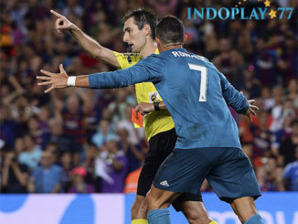 Agen Bola Online - Ronaldo Dihukum Lima Laga Pertandingan. Federasi Sepakbola Spanyol RFEF memberikan hukuman kepada striker bintang Real Madrid yakni tidak dapat bermain dalam lima laga pertandingan kedepan.