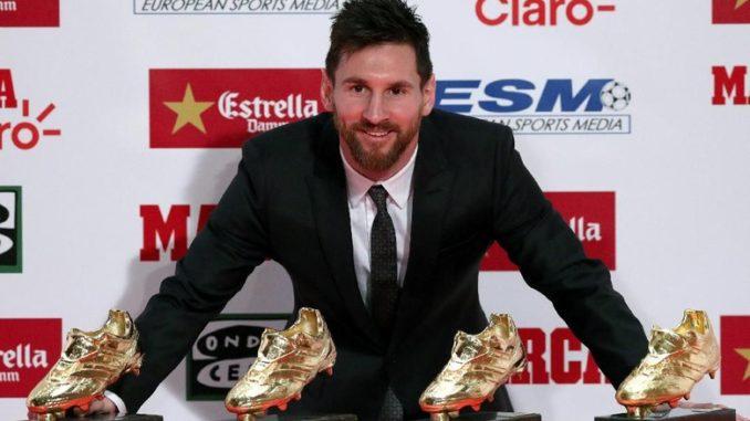 Agen Bola Online- Lionel Messi Mendapat Sepatu Eropa Keempat.Lionel Messi menerima kembali penghargaan Sepatu Emas Eropa karena prestasinya di musim lalu. Buat Messi, ini menjadi Sepatu Emas Eropa keempat yang telah dimenanginya.