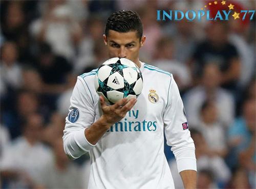 Agen Bola Online- Cristiano Ronaldo Sepakat Tunda Bahas Kontrak Baru. Menurut kabar yang beredar di Spanyol, Ronaldo telah sepakat untuk menunda negosiasi soal kontrak baru dengan Real Madrid sampai akhir musim depan.