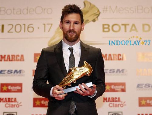 Messi Kembali Meraih Sepatu Emas Untuk Kelima Kalinya. Lagi-lagi Messi menambah rekor baru dengan mengakhiri musim 2017/2018 dengan rekor pencetak gol terbanyak. Sebanyak 34 gol ia ciptakan di La Liga,